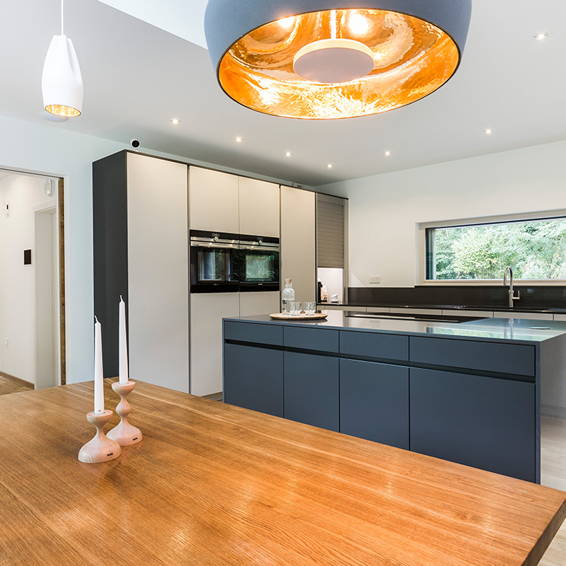 Modern designer kitchen fitting and dining space by Hubble