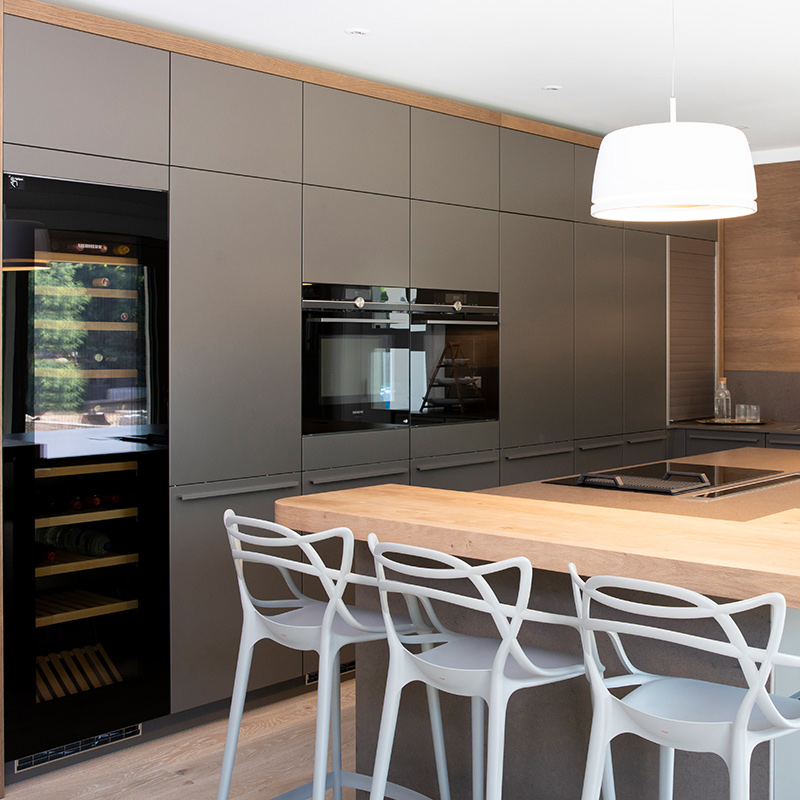 Designer kitchen dining area in Surrey by Hubble