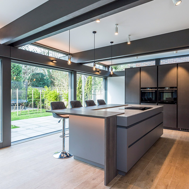 Leicht kitchen and breakfast bar island in Guildford house by Hubble