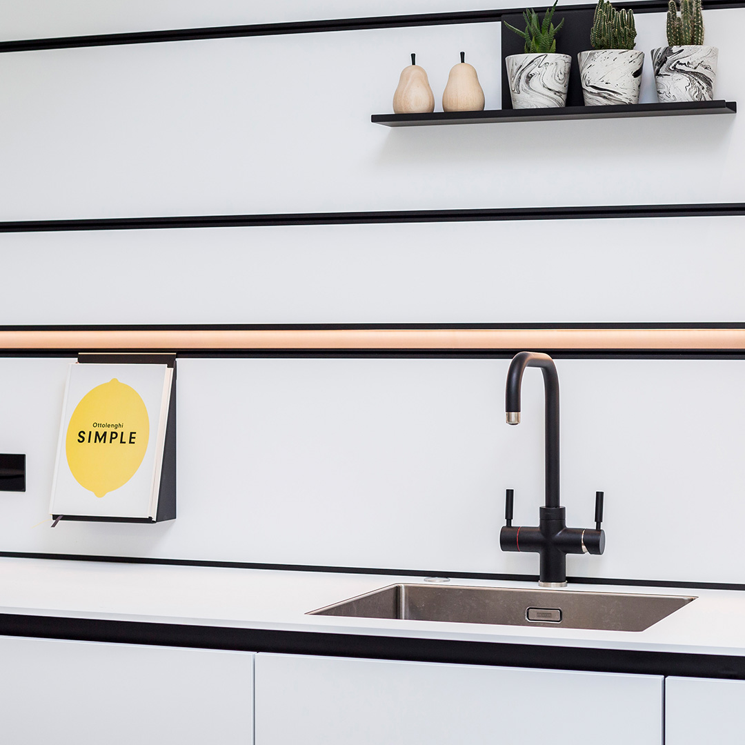 Monochrome Next125 kitchen design and fitting by Hubble