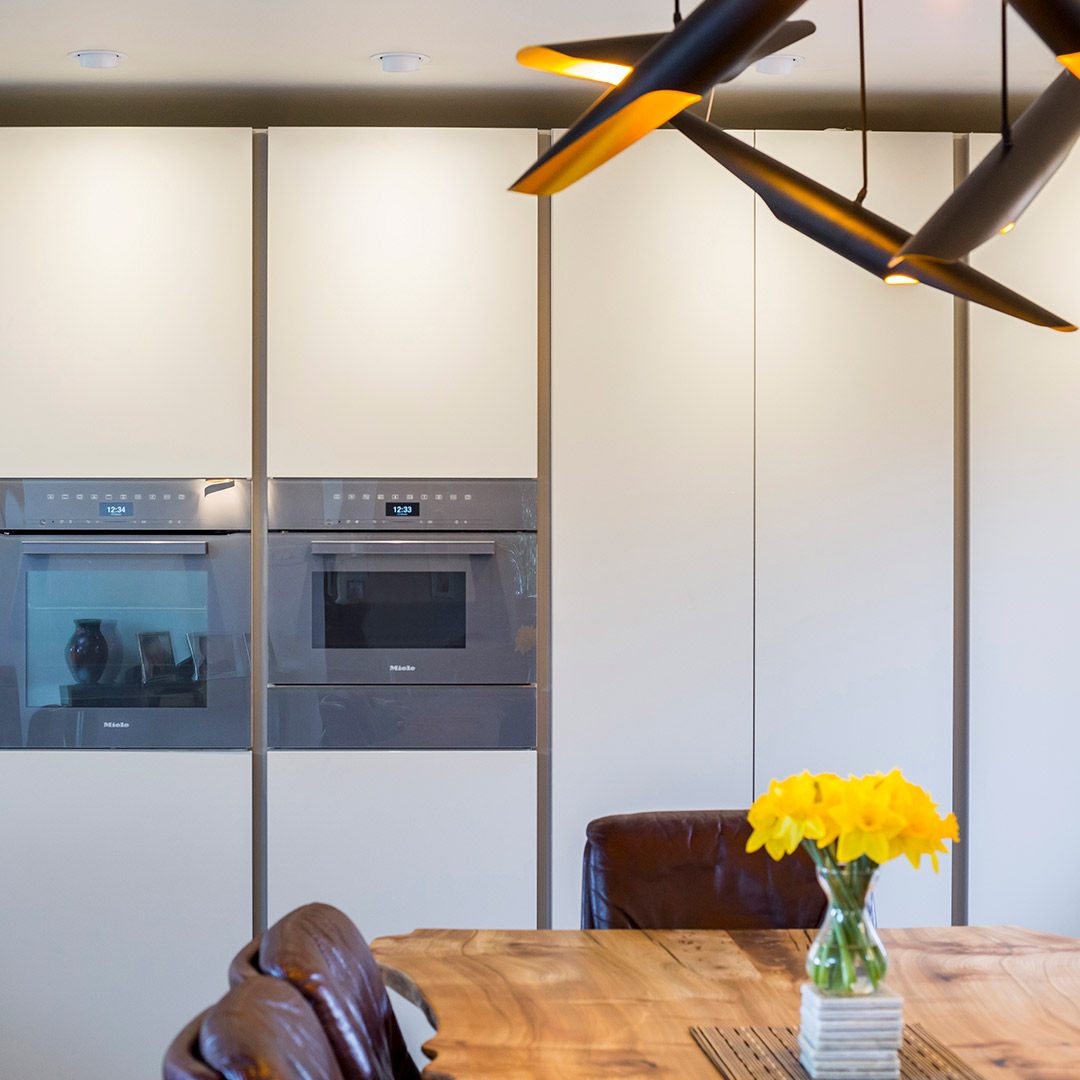 Bespoke Leicht minimal kitchen design by Hubble