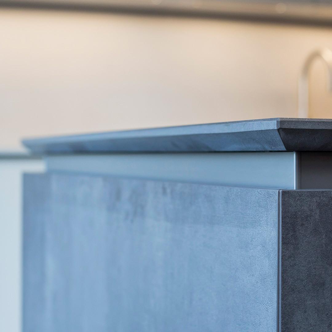 Bespoke Leicht minimal kitchen design fitting by Hubble